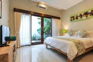 A bed or beds in a room at Family three bed room neil villa private pool