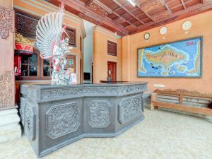 The lobby or reception area at OYO 3261 Hotel Ratu