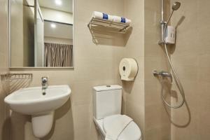 A bathroom at Ibis Budget Singapore Clarke Quay (SG Clean)