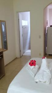 A bed or beds in a room at Caminho da Praia Flats