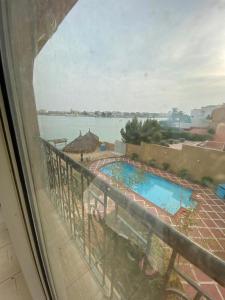 Uma vista da piscina em درة العروس ou nos arredores