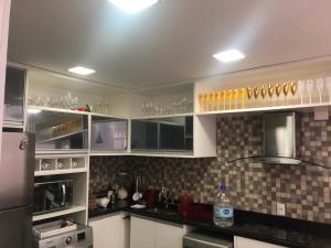 A cozinha ou cozinha compacta de Reserva Enseada