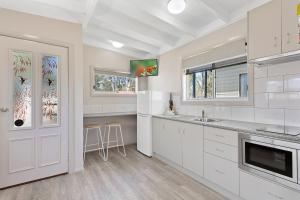 A kitchen or kitchenette at Murray River Holiday Park