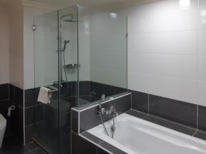 A bathroom at Alpha Service Suites at Times Square KL