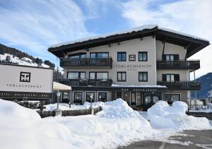 Hotel Toblacherhof during the winter