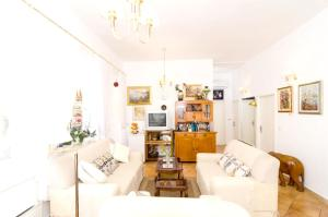 A seating area at Villa with 4 bedrooms in Mlini with wonderful sea view private pool enclosed garden 50 m from the beach