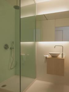 A bathroom at Boavista Guest House