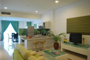 Телевизор и/или развлекательный центр в MCITI Suites