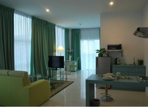 Гостиная зона в MCITI Suites