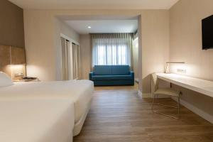 A bed or beds in a room at NH Oviedo Principado