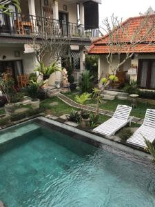 The swimming pool at or near Kubu Loris Residence