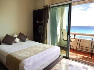 A bed or beds in a room at SM Oceanview Condo by Andiani Travel