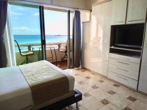A television and/or entertainment centre at SM Oceanview Condo by Andiani Travel