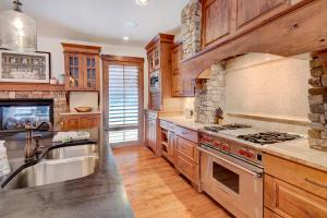 A kitchen or kitchenette at Ski In Out Luxury Villa #452 With Hot Tub & Great Views - FREE Activities & Equipment Rentals Daily