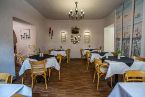 A restaurant or other place to eat at Hotel Wawel