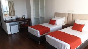 A bed or beds in a room at The Mountbatten Hotel