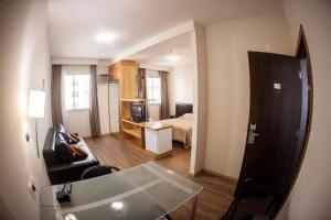 A television and/or entertainment center at Maravilhoso Apart-hotel.