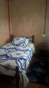 A bed or beds in a room at HOSTAL Y CABAÑA «CASA GRANDE»