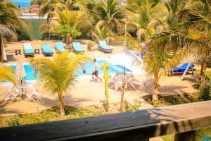 Vista de la piscina de Punta Pacífico Bungalows o alrededores