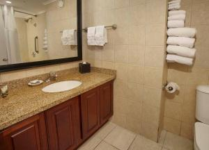 A bathroom at Divi Aruba Phoenix Beach Resort