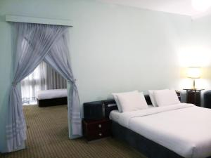A bed or beds in a room at Oriental Palace Hotel