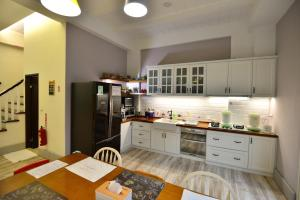 A kitchen or kitchenette at Happiness Childhood