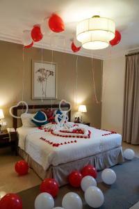 Cama ou camas em um quarto em Tulip Inn Corniche Dammam