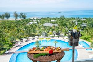 A view of the pool at Radisson Blu Resort Phu Quoc or nearby