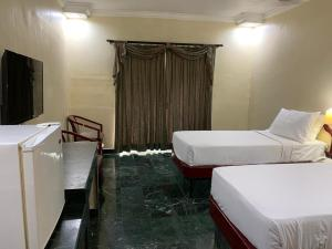 A bed or beds in a room at Mourya Lords Inn Kurnool