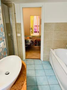A bathroom at Allegoria dell'Aurora