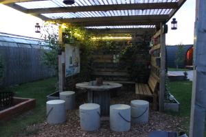 The lounge or bar area at The Little Hide - Grown Up Glamping