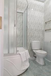A bathroom at Санаторий Марфинский Минобороны России