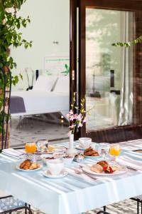 A restaurant or other place to eat at Agalia Luxury Suites