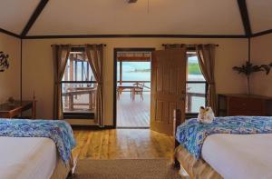 A bed or beds in a room at Anthony's Key Resort