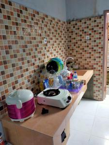 A kitchen or kitchenette at Griya Wisanggeni