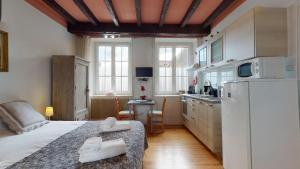 Cuisine ou kitchenette dans l'établissement Le Clos bartholdi