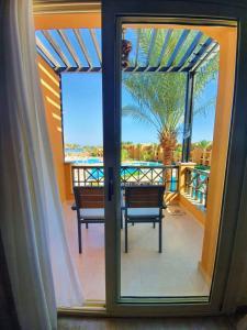 Ein Balkon oder eine Terrasse in der Unterkunft Stella Di Mare Beach Resort & Spa