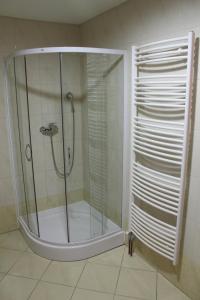 A bathroom at Prenočišča Kralj