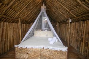 A bed or beds in a room at Hotel Isla Mucura