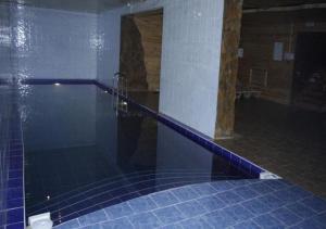 Бассейн в Отель Снежная Королева Домбай или поблизости