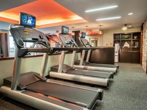 The fitness center and/or fitness facilities at Courtyard by Marriott Tysons McLean