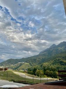 Общий вид на горы или вид на горы из апарт-отеля