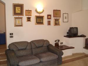 A seating area at Il Glicine di Carmen