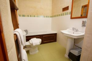 A bathroom at Maria's B&B