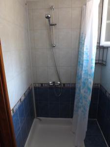 Salle de bains dans l'établissement Rooms Mali Raj
