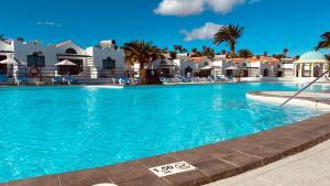 Het zwembad bij of vlak bij Casthotels Fuertesol Bungalows