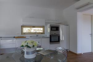 A kitchen or kitchenette at Villa Royal