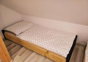 Postel nebo postele na pokoji v ubytování ChatyJeseníkyCz