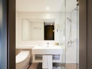 A bathroom at GLAD Mapo
