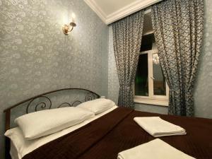 Кровать или кровати в номере Apartments on Ligovsky 65